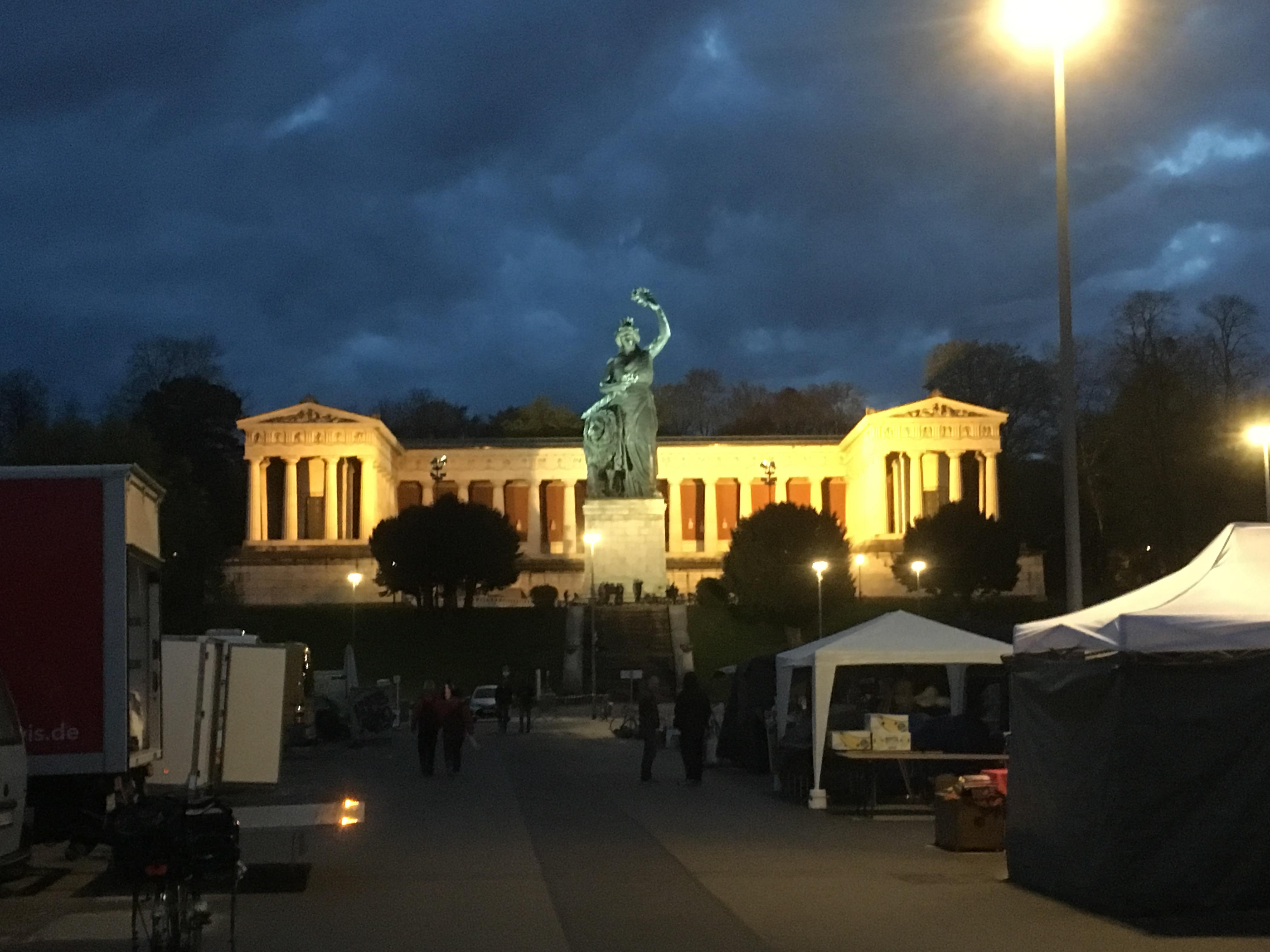 Bavaria bei Nacht
