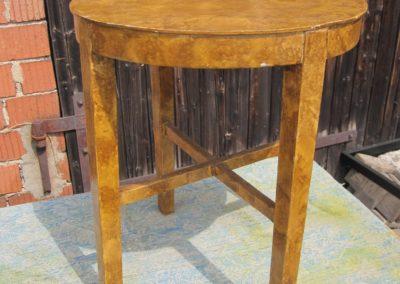 kleiner Holztisch rund