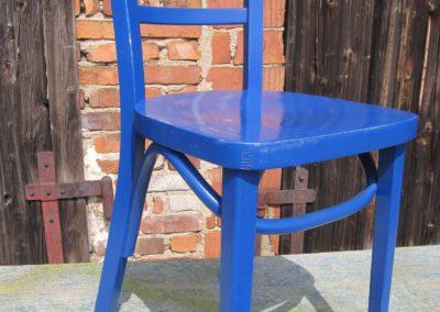 blauer Küchenstuhl
